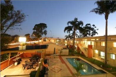 Kelanbri Holiday Apartments - Foster Accommodation