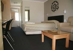 Queensgate Motel - Foster Accommodation