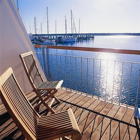 Quest Harbour Village - Foster Accommodation