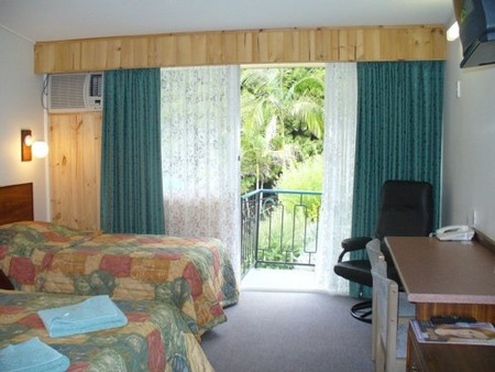 Coachman Motel - Foster Accommodation