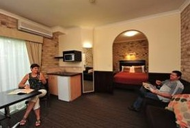 Highlander Motor Inn And Apartments - Foster Accommodation
