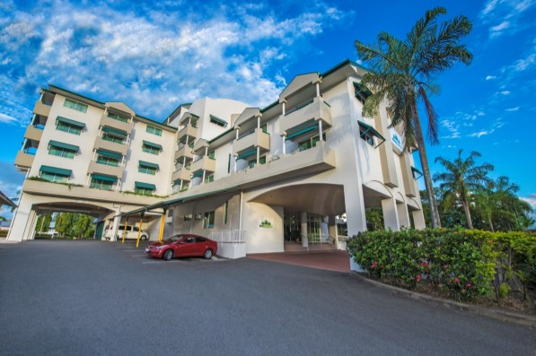 Cairns Sheridan Hotel - Foster Accommodation