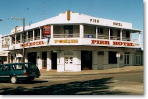 Pier Hotel - Foster Accommodation