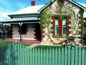 Naracoorte Cottages - Smith Street Villa - Foster Accommodation