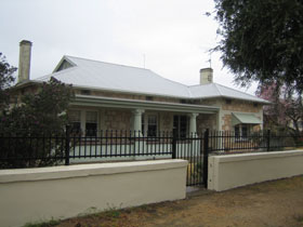 Naracoorte Cottages - MacDonnell House - Foster Accommodation