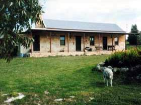 Mt Dutton Bay Woolshed Heritage Cottage - Foster Accommodation