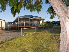 Serenity Holiday House - Foster Accommodation