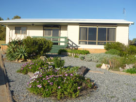 Oaklands Beach House - Foster Accommodation