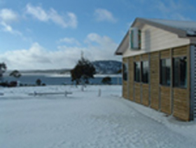 Great Lake Hotel - Foster Accommodation