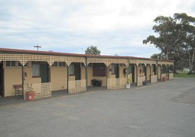 Central Court Motel - Foster Accommodation