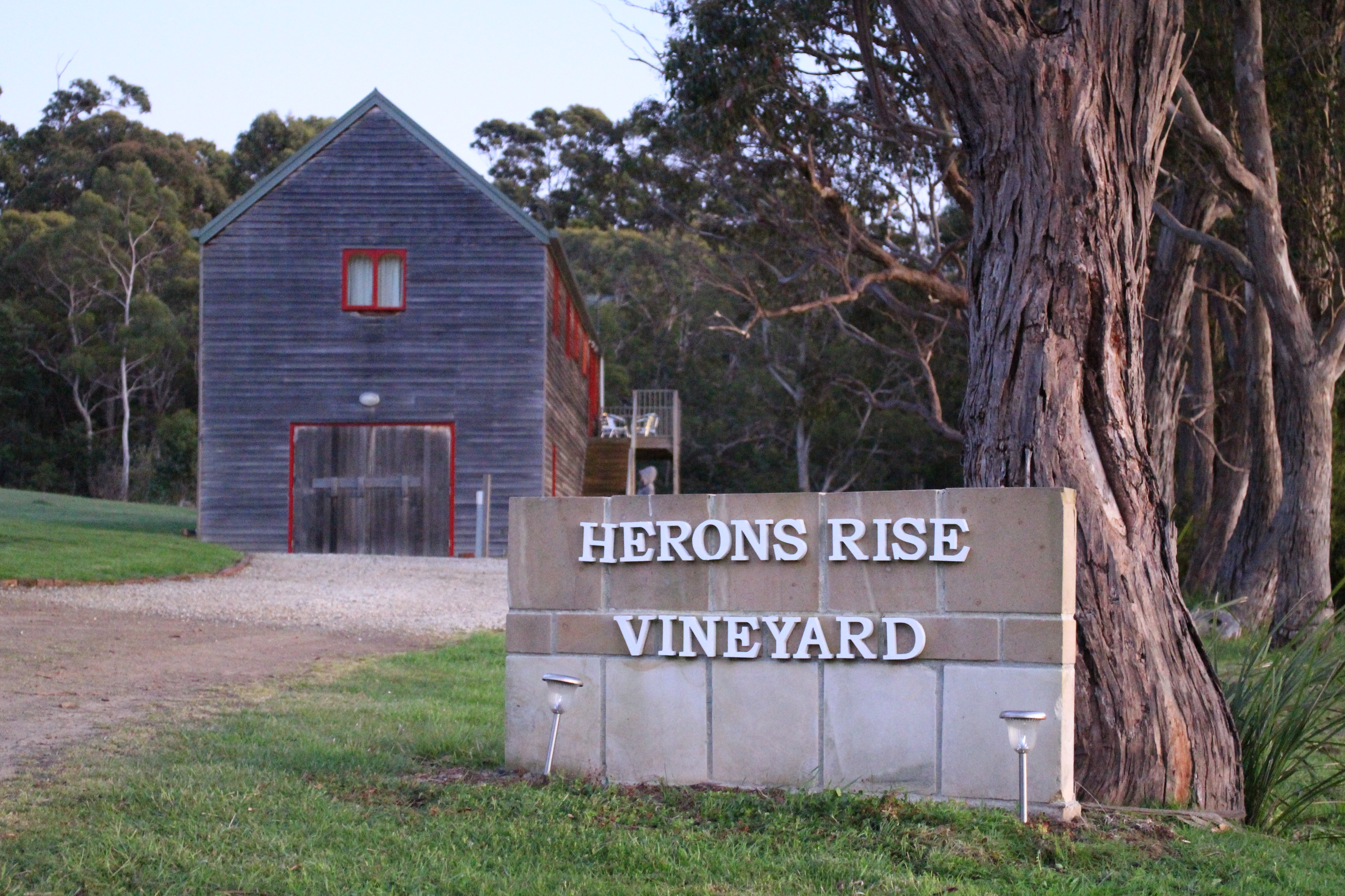 Herons Rise Vineyard - Foster Accommodation
