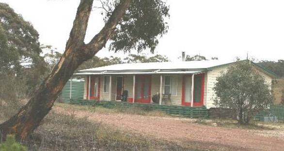 Christmas Tree Cottage - Foster Accommodation