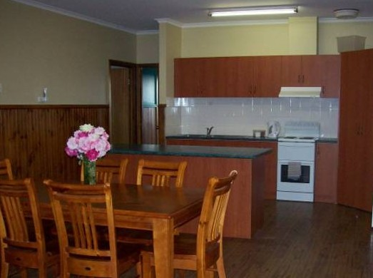 Riverland Holiday Cottage - Foster Accommodation