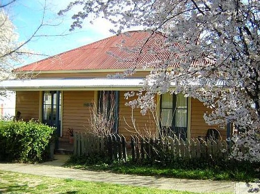 Cooma Cottage - Accommodation - Foster Accommodation