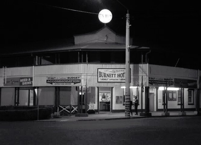Burnett Hotel - Foster Accommodation