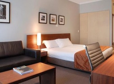 Clarion Suites Gateway - Foster Accommodation