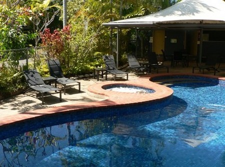At The Mango Tree Holiday Apartments - Foster Accommodation
