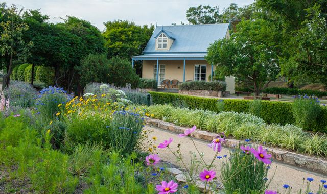Vineyard Cottages and Cafe - Foster Accommodation