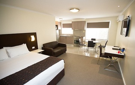 Country Comfort Premier Motel - Foster Accommodation
