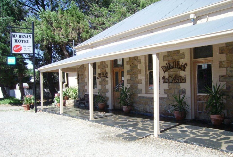 Mount Bryan Hotel - Foster Accommodation