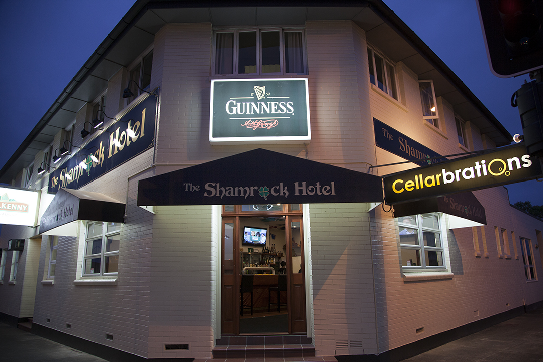 Shamrock Hotel - Foster Accommodation