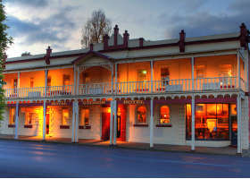 Royal George Hotel - Foster Accommodation