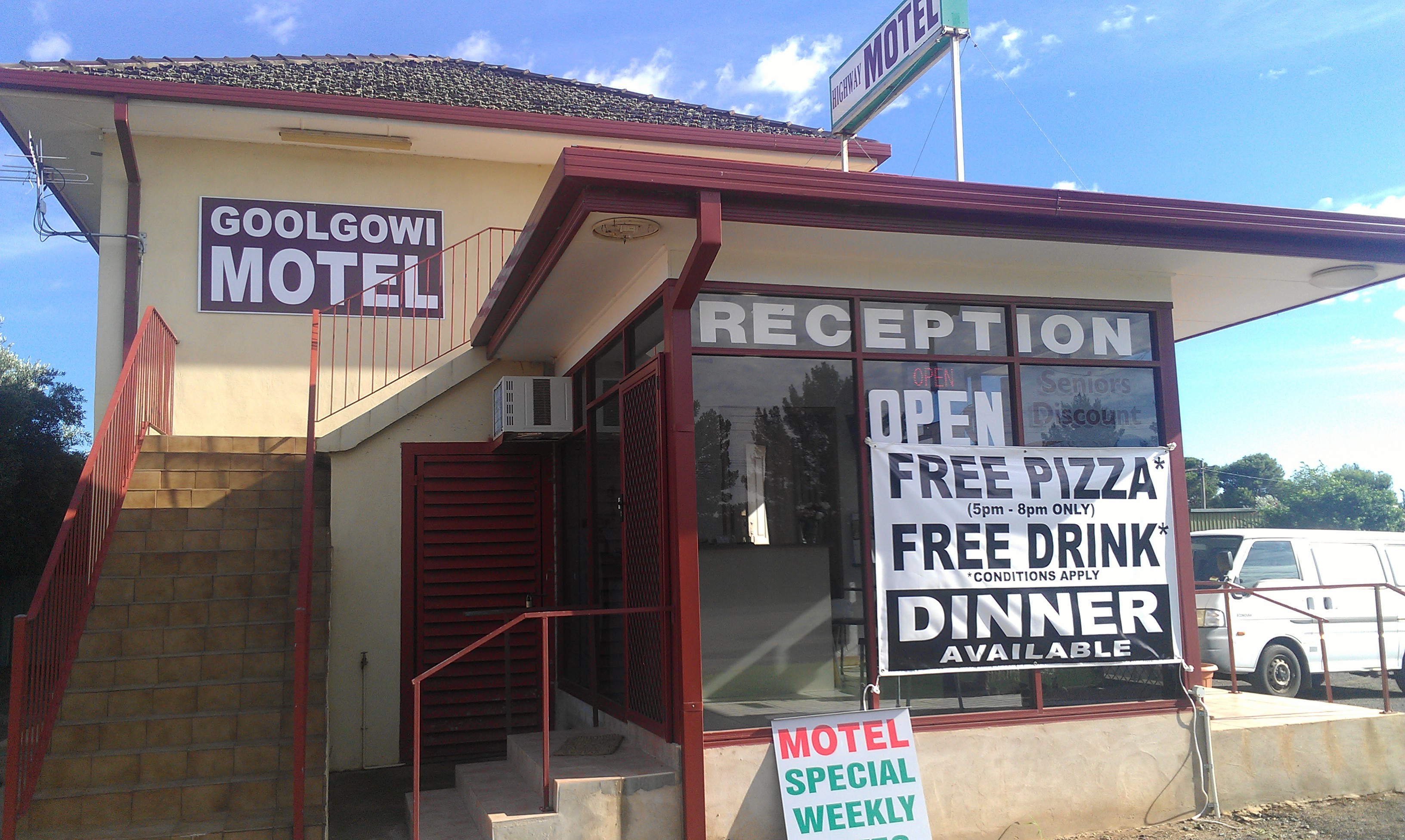 Royal Mail Hotel Goolgowi - Foster Accommodation
