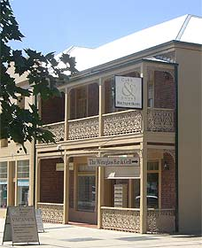 Cobb  Co Court Boutique Hotel - Foster Accommodation