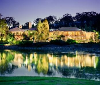 Cypress Lakes Resort - Foster Accommodation