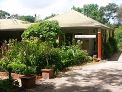 Treetops Bed And Breakfast - Foster Accommodation