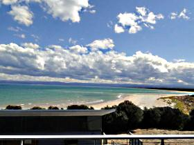 Freycinet Beach Apartments - Foster Accommodation