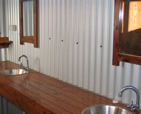 Daly River Barra Resort - Foster Accommodation