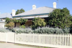Florennes Heritage Cottage - Foster Accommodation