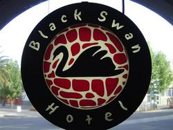 Black Swan Hotel - Foster Accommodation