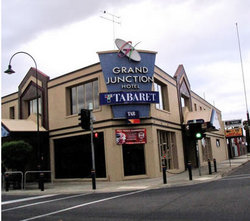 Grand Junction Hotel - Foster Accommodation