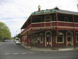 Ryans Hotel - Foster Accommodation