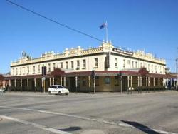 Soden's Australia Hotel - Foster Accommodation