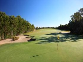 Pelican Waters Golf Club - Foster Accommodation