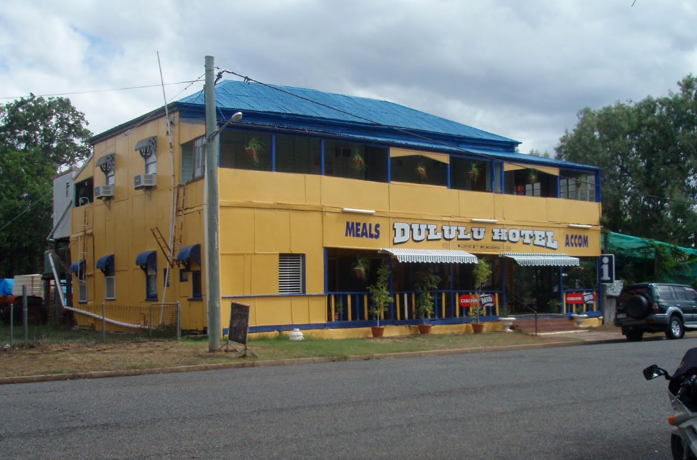 Dululu Hotel - Foster Accommodation