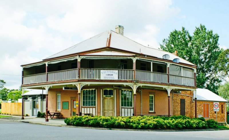 The Victoria Hotel Hinton - Foster Accommodation