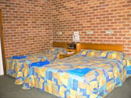 Bohle Barn Hotel Motel - Foster Accommodation