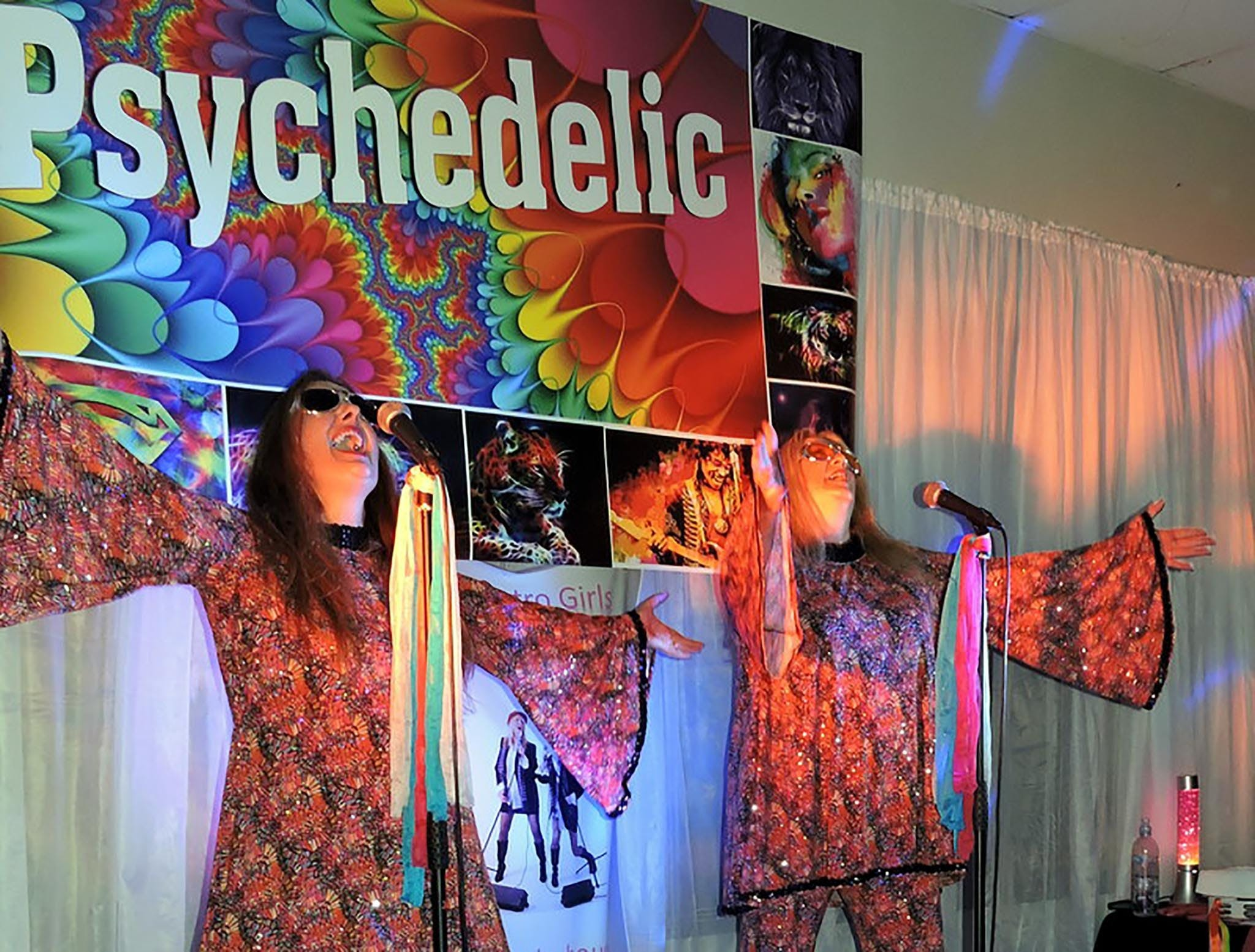 Psychedelic 70s Show The Retro Girls - Foster Accommodation