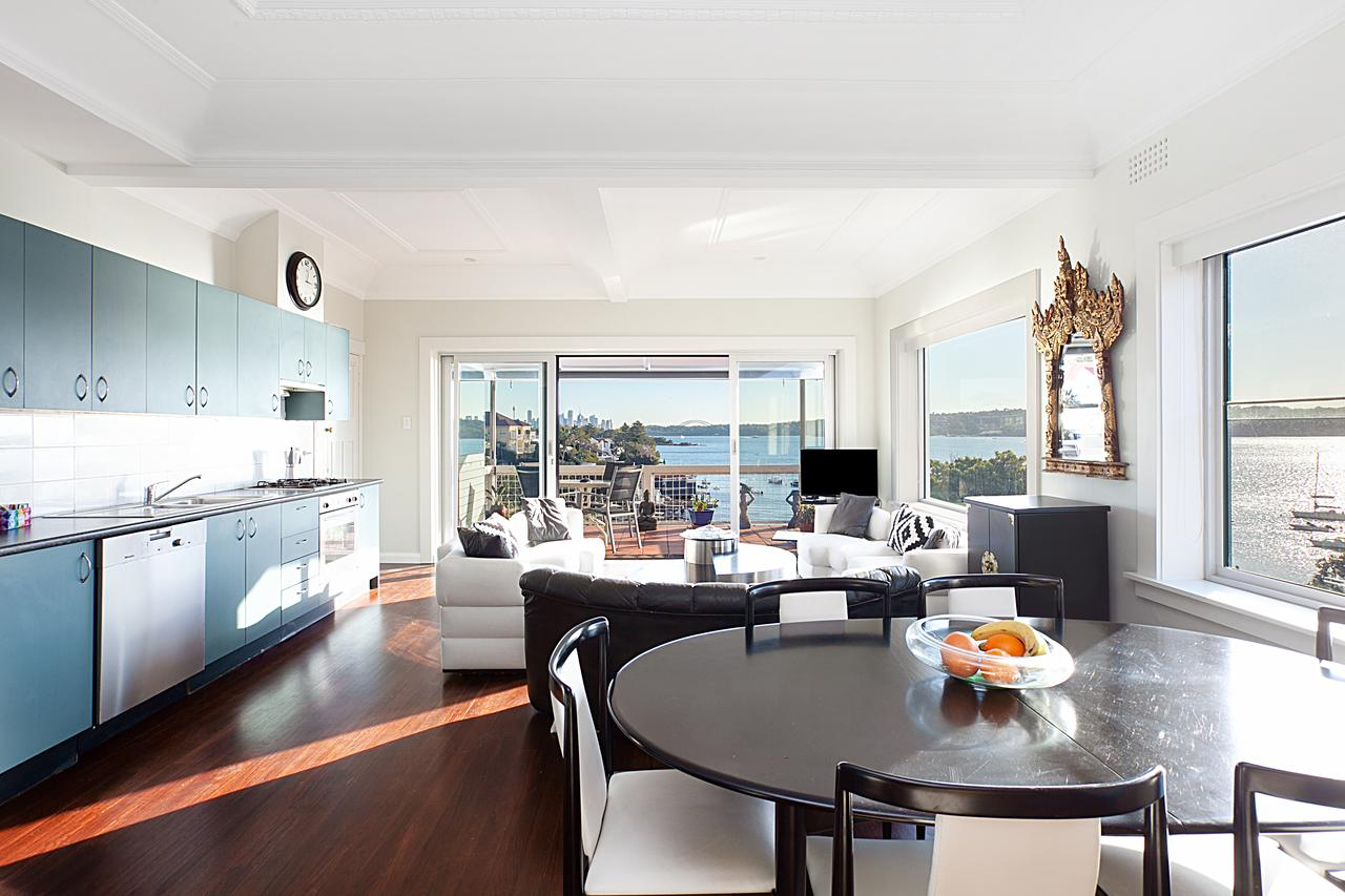 Art Deco Apartment With Breathtaking Water Views - Foster Accommodation